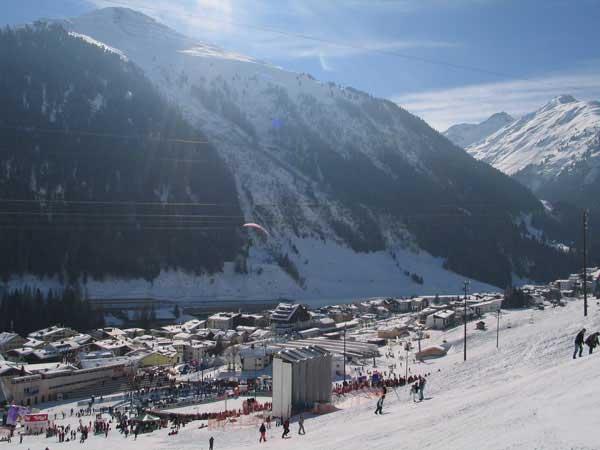 Известные горнолыжные курорты Австрии: Лех, Сант-Антон, Заальбах-Хинтерглемм, Китцбюэль, Капрун, Целль-ам-Зее, Бадгастайн, Зеефельд