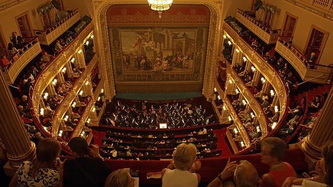 Роскошный интерьер Национальной оперы. Фото: Lonely Planet Images